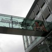 Façade et passerelle en acier à Bregenz (Autriche) - photo: Maison de l'Architecture de Franche-Comté.