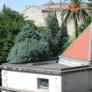 Acrotère de toit plat à Nîmes (30). Photo: Françoise Miller