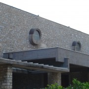Acrotère d'auvent. Eglise Saint Louis - Besançon (25). Photo: Karine Terral