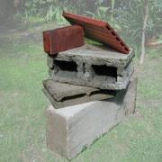 Photomontage de différents matériaux : béton cellulaire - aggloméré - et terre cuite (photo: CAUE du Gard).
