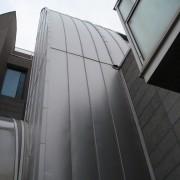 Bardage aluminium de l'Ecole Nationale Supérieure de Lyon (69) - Atelier Henri Gaudin (1997-2000). Photo: Karine Terral.