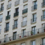 Immeuble de grande hauteur aux multiples étages - photo: Marie-Claude Derouet Besson.