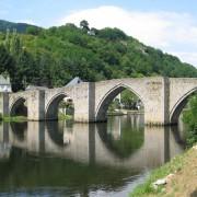 Le pont gothique d'Entraygues-sur-Truyère (12) et ses arches de la fin du 13ème siècle - photo: Françoise Miller.
