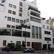 Un des immeubles réalisés par Robert Mallet-Stevens (Paris) dans la rue du même nom - photo: Françoise Miller.
