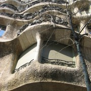 Art Nouveau de la casa Mila (Barcelone - Esp.) (Antoni Gaudi - 1906-1911) photo: Odile Besème.