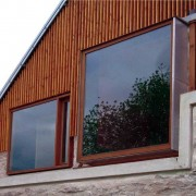 Baie en saillie de la ferme des Marcassins (70) (Amiot et lombard - 2004).