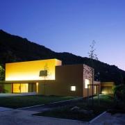 Architecture contemporaine - salle polyvalente de Beure (25) - agence Quirot-Vichard - 2004 - photo. Karine Terral.