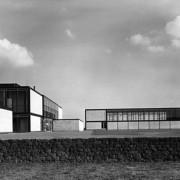 Groupe scolaire Hunstanten à Norfolk - réalisé par Alison et Peter Smithson - de 1949 à 1953 - cet édifice a initié le brutalisme.