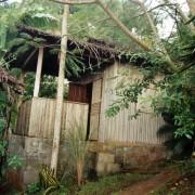 Petite case en bambou à Combani (Mayotte) (archipel des Comores) photo: Myriam Bouhaddane-Raynaud.