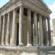 Chapiteaux du temple d'Auguste et Livie à Vienne - photo: Odile Besème.