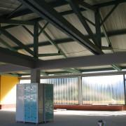 Ferme de toit avec contrefiches du préau du collège de Valentigney (25) photo: Karine Terral.