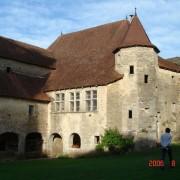 Couverture en tuile plate avec noue du château d'Oricourt - XIIe siècle - photo: Karine Terral.