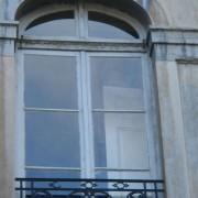 Châssis d'une fenêtre en bois - immeuble classique de Besançon (25) photo: Karine Terral.