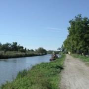 Rive du chemin de halage du canal du Rhône à Sète (30) photo:  Myriam Bouhaddane-Raynaud.