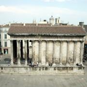 Huit des onze colonnes de cette façade de la Maison Carrée de Nîmes sont des colonnes engagées (30) photo: Françoise Miller.