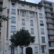 Composition de la façade principale d'un immeuble d'habitation - Lyon (69) photo:  Karine Terral.