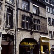Croisée « renaissance » d'un hôtel particulier - rue Battant à Besançon (25) photo: Karine Terral.