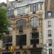 Décor de brique pour cet immeuble-atelier des années 30 - Paris (75) photo: Karine Terral.