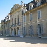 L'accès au château de La Ferté est assuré par trois portes inscrites dans une embrasure en arcade - photo: Françoise Miller.