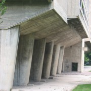 Cité radieuse de Firminy (62) dont les éléments de loggias sont en encorbellement (Le Corbusier - 1665-1966) photo: Karine Terral.
