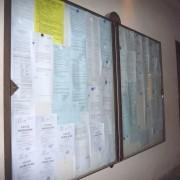Panneaux d'affichage en mairie - supports d'informations diverses - dont celles diffusées lors des enquètes publiques - photo: Myriam Bouhaddane-Raynaud.