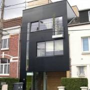 Façade côté rue d'une maison de ville - Lille (59) photo: Béatrice Auxent.