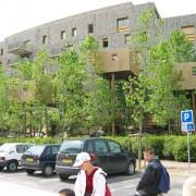 Gabions utilisés comme parements de façade - l'immeuble qui pousse (2000) d'Édouard François et Associés - Montpellier (34) photo: Odile Besème.