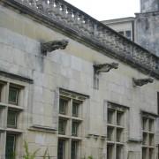 Gargouilles du château de Grignan (façade du XVIIe siècle) photo: Françoise Miller.