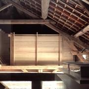 Grange réhabilitée en habitation (Amiot et Lombard - architectes - 2004) photographe: Nicolas Waltefaugle.
