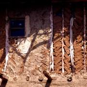 Hourdis de remplissage en briques de terre crue (Turquie) photo: Gérard Lamorte.