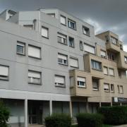 Immeuble dont des parties d'étages sont en encorbellement - rue Montrapon à Besançon (25) photo: Karine Terral.