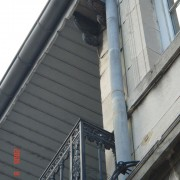 Loggia d'un immeuble classique à Besançon (25) dont l'attique a été conçu comme une loggia - photo: Karine Terral.