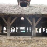 Lucarne à 2 pans dite à chevalet ou jacobine des Halles de Crémieux - photo: Odile Besème.