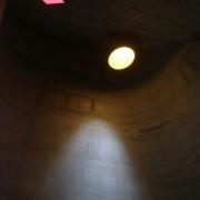 Lumière zénithale de la chapelle de Firminy (Le Corbusier - 1955-2006) photo: Maison de l'Architecture de Franche-Comté.