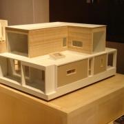 Maquette en carton plume et balsa de la maison de Chenecey-Buillon (25) (agence d'architectes Quirot-Vichard - 2006).