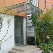 Marquise d'immeuble à Fribourg - quartier Vauban (All.) 2004 - photo: Karine Terral.