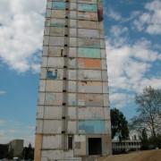Démolition d'un immeuble des années 60 dans le cadre d'une Opération de Renouvellement Urbain.