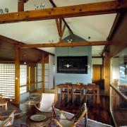 Faîtière de ferme de toit d'une maison individuelle (39) avec entrait - poinçon et contrefiches visibles (Atelier Architecture et Design - 2005) photographe: Nicolas Waltefaugle.