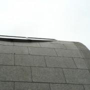 Plaques de pierres agrafées - toiture de l'hôtel d'application du lycée Condé - Besançon (25) (Quirot-Vichard  - architectes - 1990-1998) photo: Karine Terral.