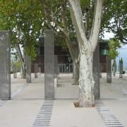 Place devant la Cigalère à  Sérignan - aménagement de Daniel Buren - photo: Odile Besème.
