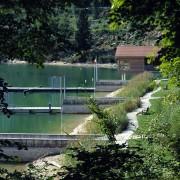 Quais le long du lac de Chalain (39) (Territoires paysagistes - 2000) photographe: Nicolas Waltefaugle.