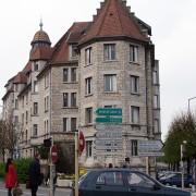 Pignon à redents de la cité universitaire de Besançon - photo.