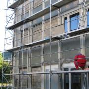 Remplissage en parpaings de l'ossature béton du collège de Baume-les-Dames (25) 2006.