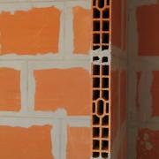 cloison en brique chantier de collège de Baume-les-Dames (25) - photo : Karine Terral.