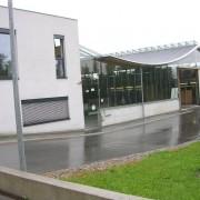 Structure tendue de la couverture bois des ateliers municipaux de Hohenems (Autriche) (Reinhard Drexel - 2000) photo: Maison de l'architecture de Franche-Comté - 2006.