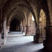 Style gothique du cloître de l'abbaye de Luxeuil-les-Bains (70) photo: CAUE du Doubs.