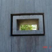 Texture rugueuse des modules préfabriqués en béton brut de l'église Saint Louis à Belfort (90) (Dubuisson - 1962-68) photo: Maison de l'Architecture de Franche-Comté.