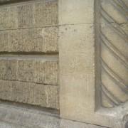 Différents textures de la pierre taillée et sculptée d'une façade parisienne (75) photo: Karine Terral.