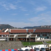Toiture (ensemble des toits) du lycée Condé de Besançon (25) (Quirot-Vichard - architectes - 2000) - photographe: Nicolas Waltefaugle.