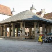 Couverture de tuiles plates des Halles de Martel (Lot) photo: Françoise Miller.
